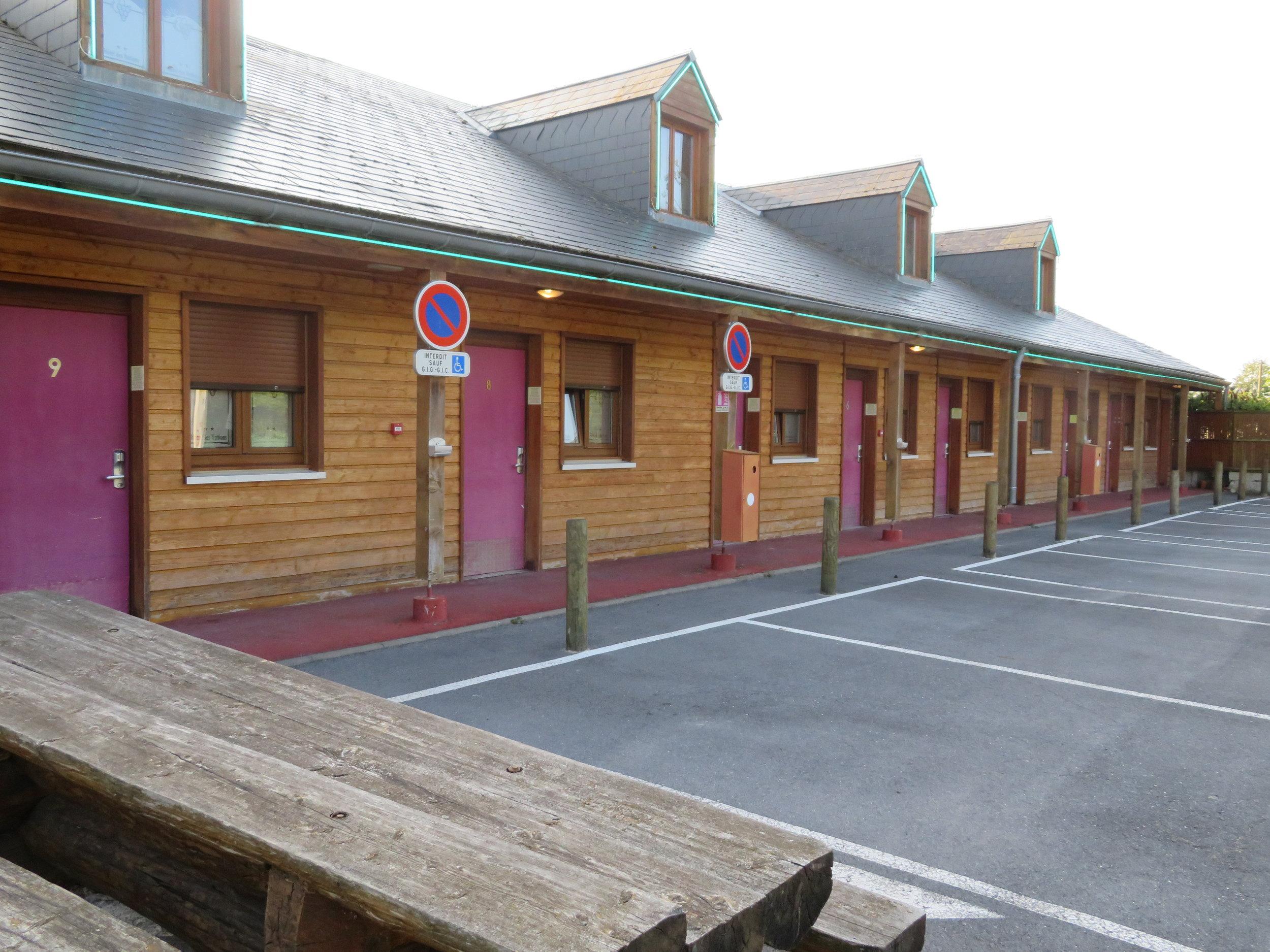 Hotel (MOTEL) des Nations - less than impressive