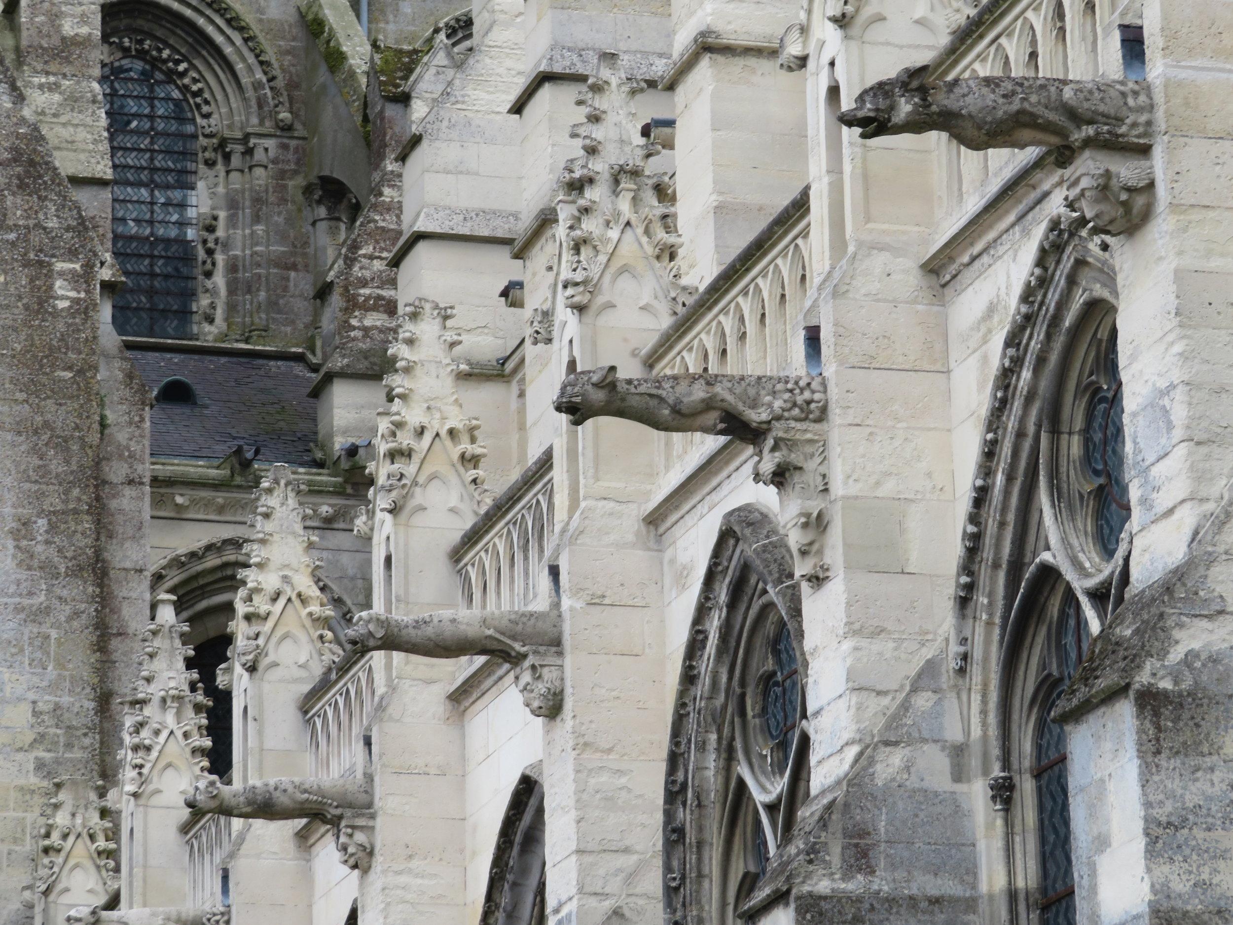 laon_cathedrals_gargoyles.JPG