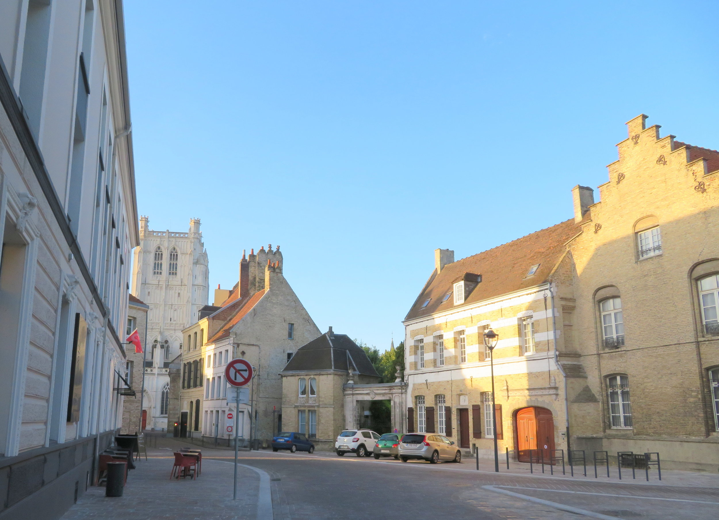 Saint Omer was quiet and peaceful when we walked through early in the morning.