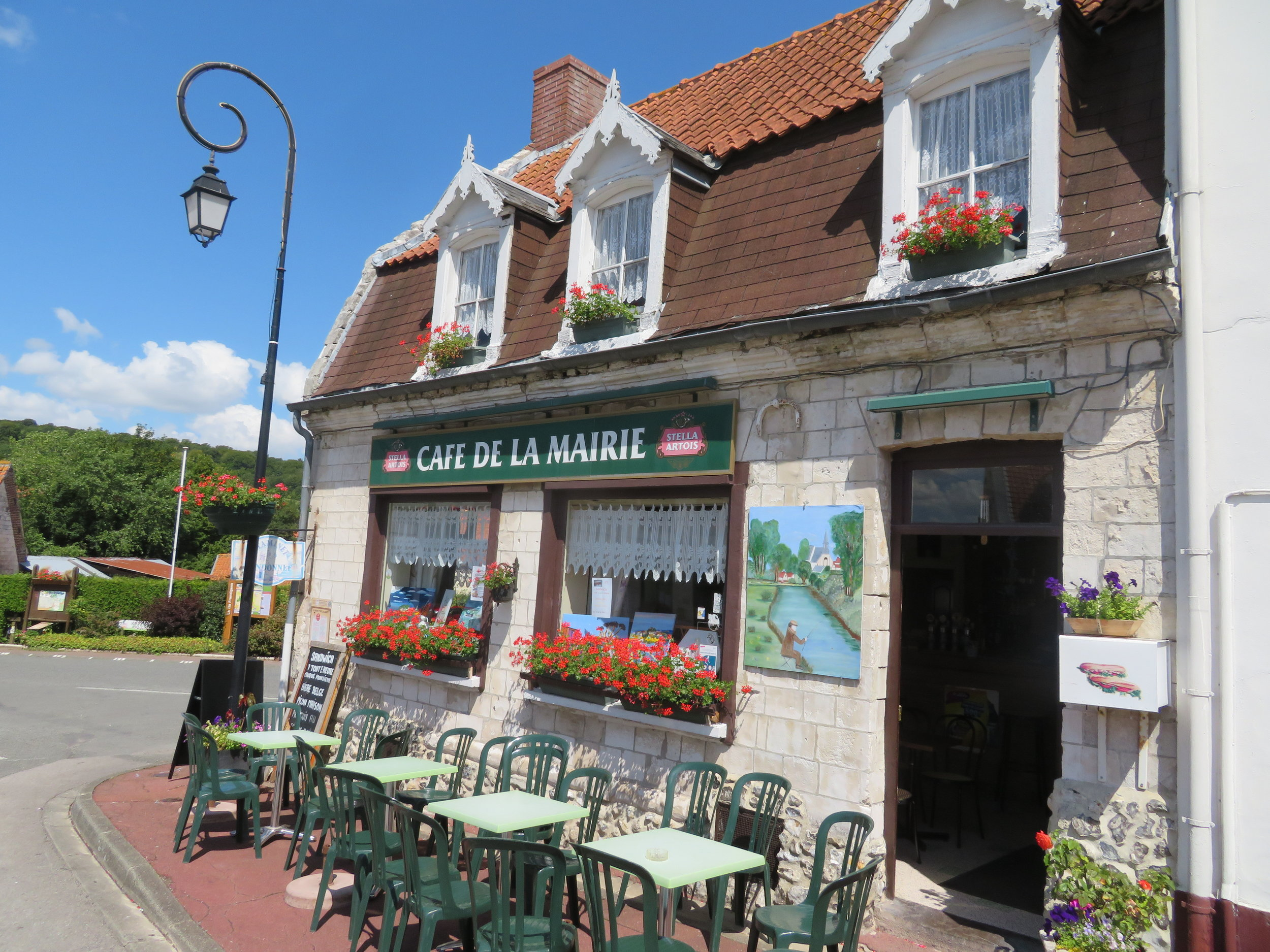 We found Cafe de la Maire open and inviting.