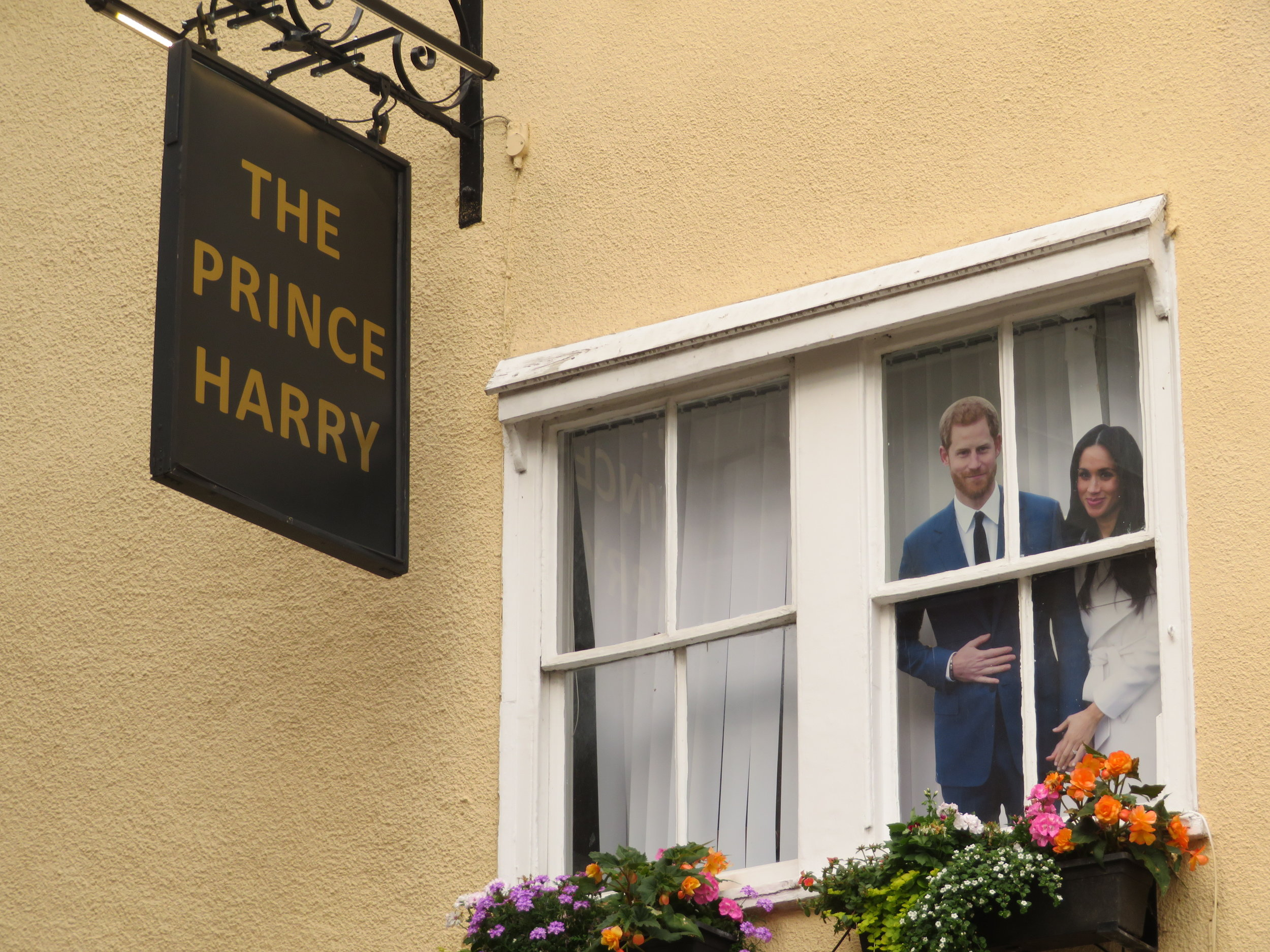 windsor_prince harry pub pic.JPG