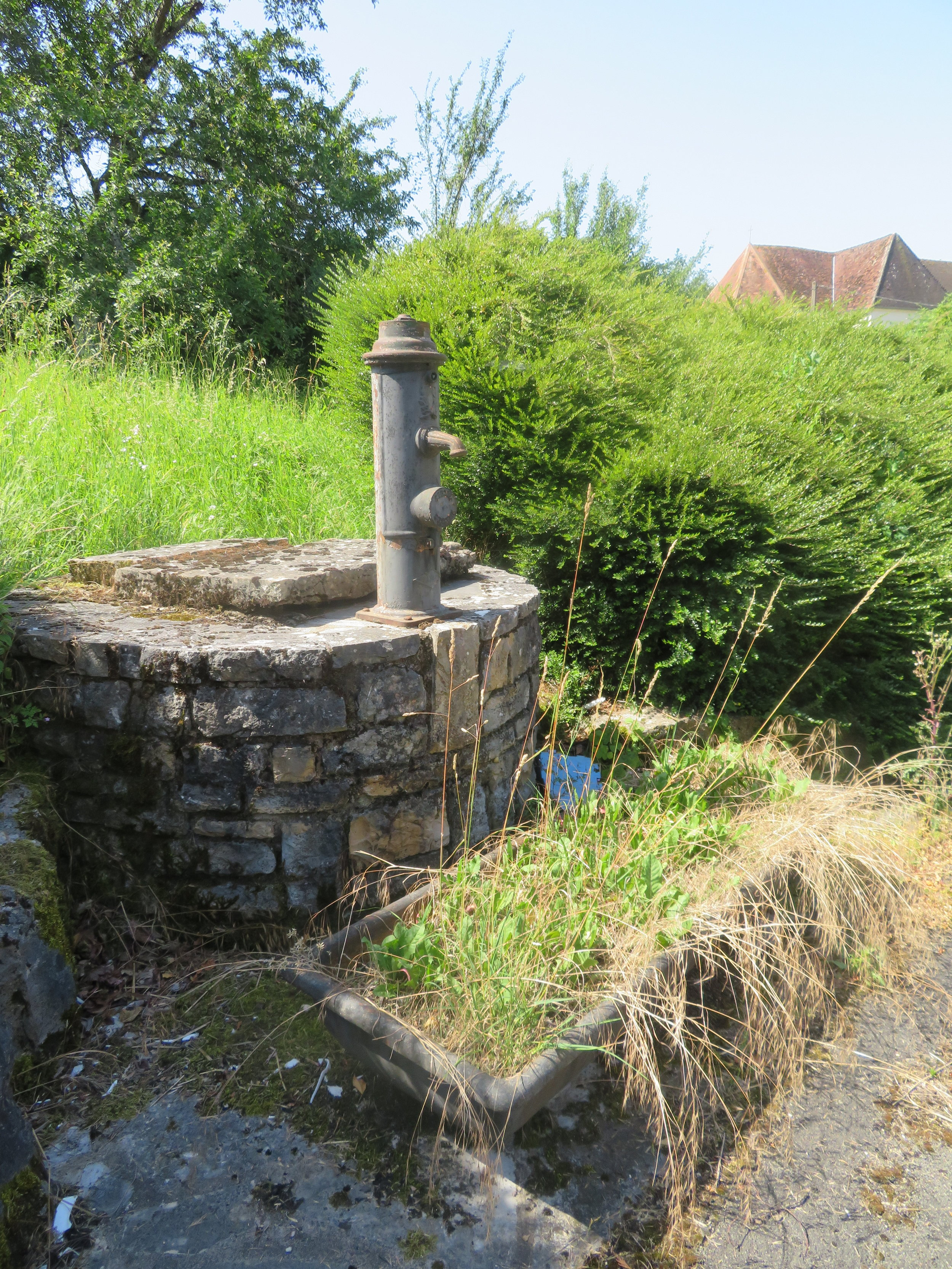 A French fountain… no water for quite awhile