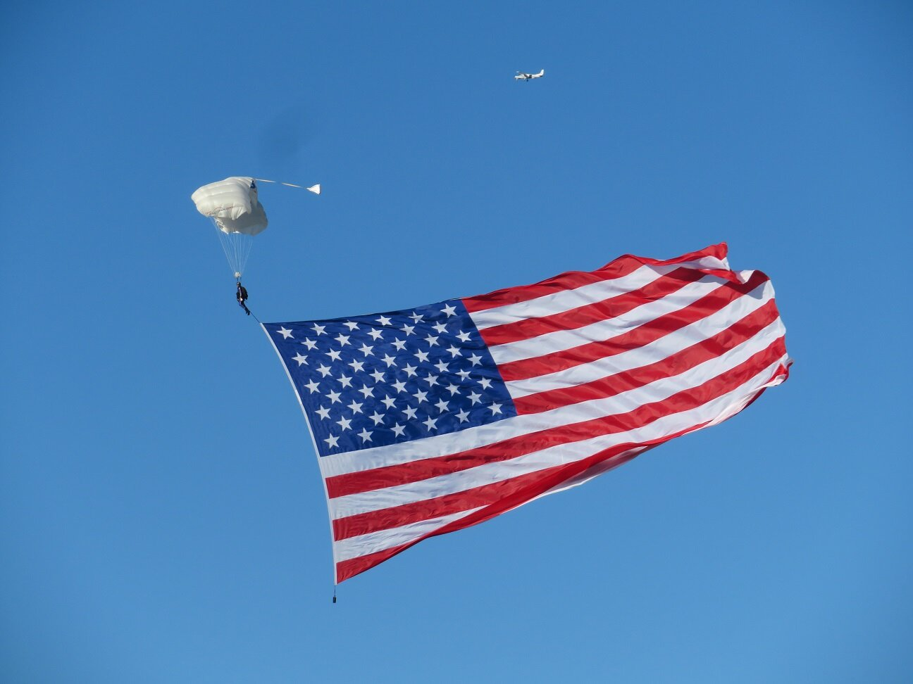 Parachutist with US flag… an awesome display!