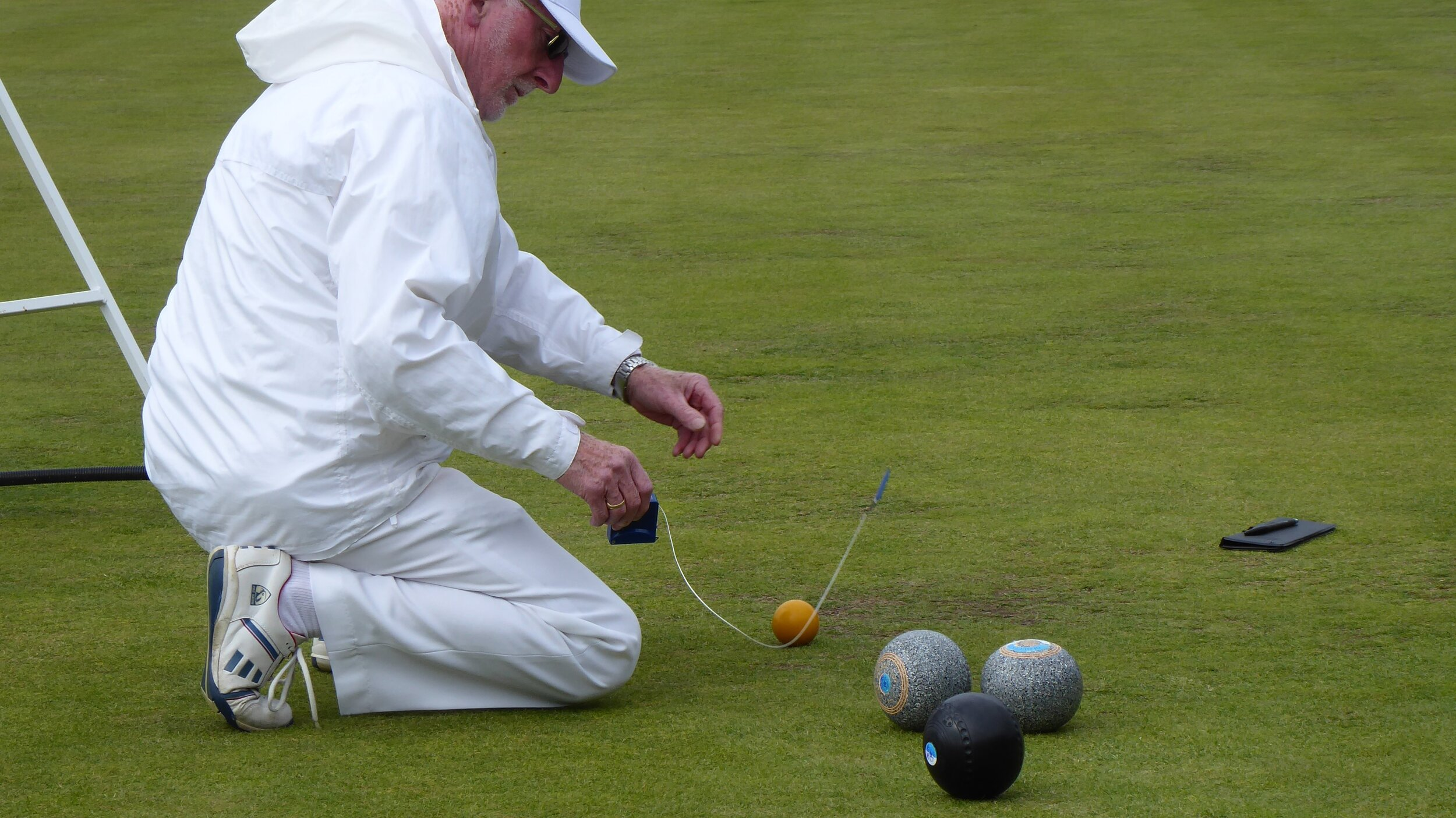 The Club's Chief Marker Demonstrates The Latest Recommended Measuring Technique