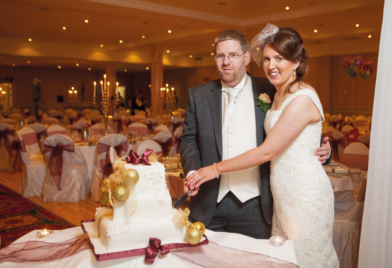 Ann-Marie Aspell and Tom O'Neill cutting their wedding cake