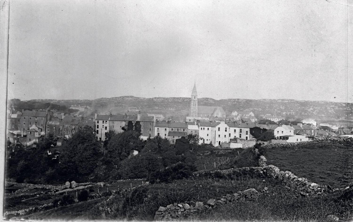 The Marconi Company brought welcome employment and excitement to the town of Clifden. At the time, Clifden's population was 900.