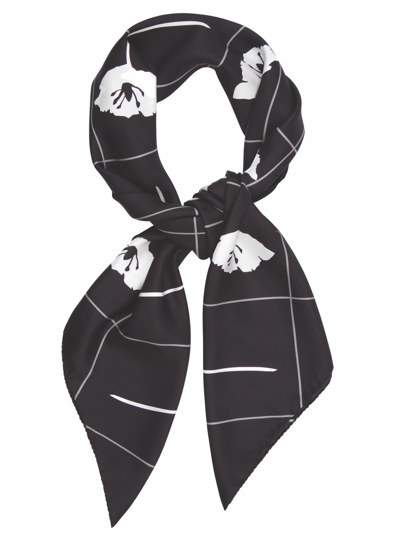 Criss Cross Fleur in black and white. 90 x 90cm