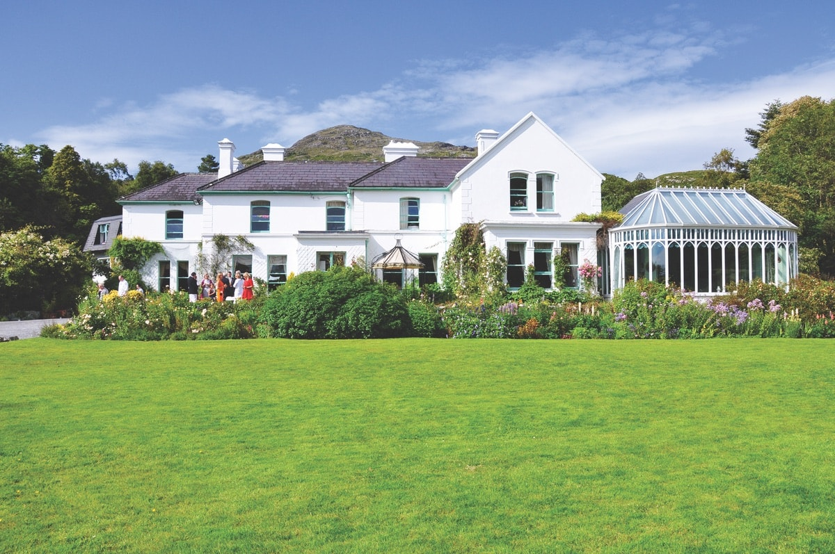 Overlooking Cashel Bay in a nineteenth-century country home, this chic, old-world hotel is set on fifty acres of landscaped gardens, 12.4 km from Roundstone village centre.