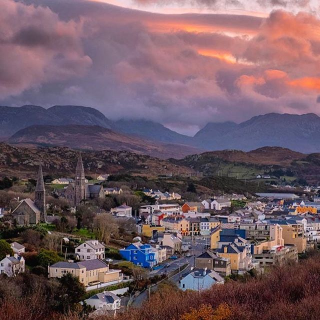 Thank you @allaroundireland / @kerry_kissane /  @zemaciel for sharing this beautiful view of #Clifden with us! ❤️☘️