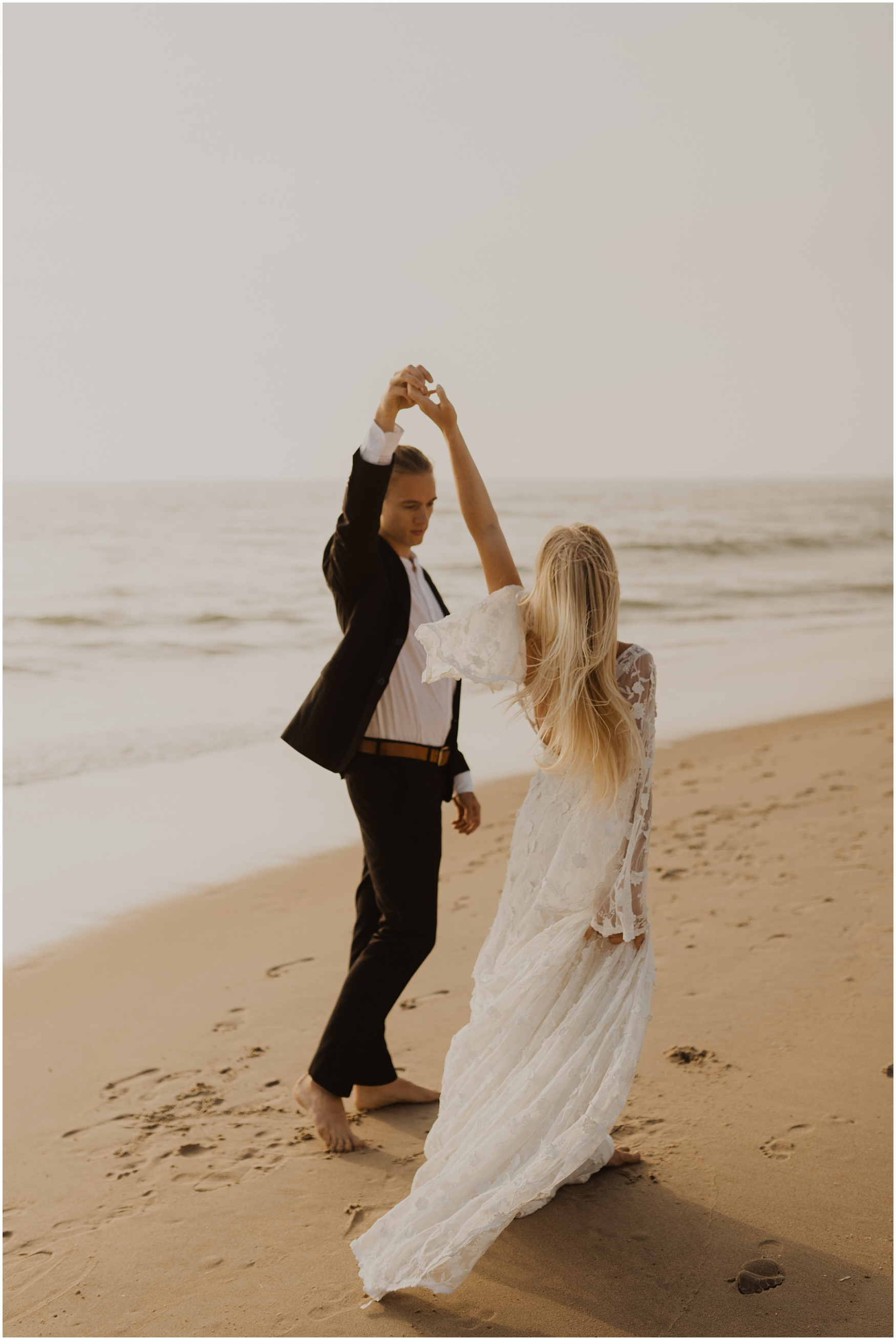 Hannah_Baldwin_Photography_Virginia_Beach_Elopement_Sunrise_0176.jpg