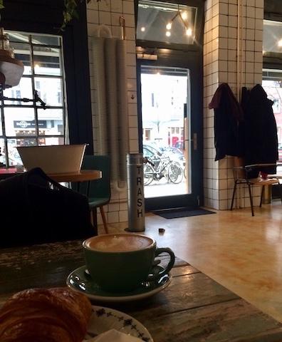 @Momono カフェの様子