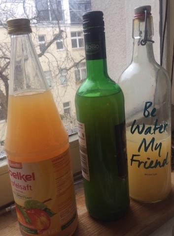 ボトルは熱湯で消毒し、再利用ができます。