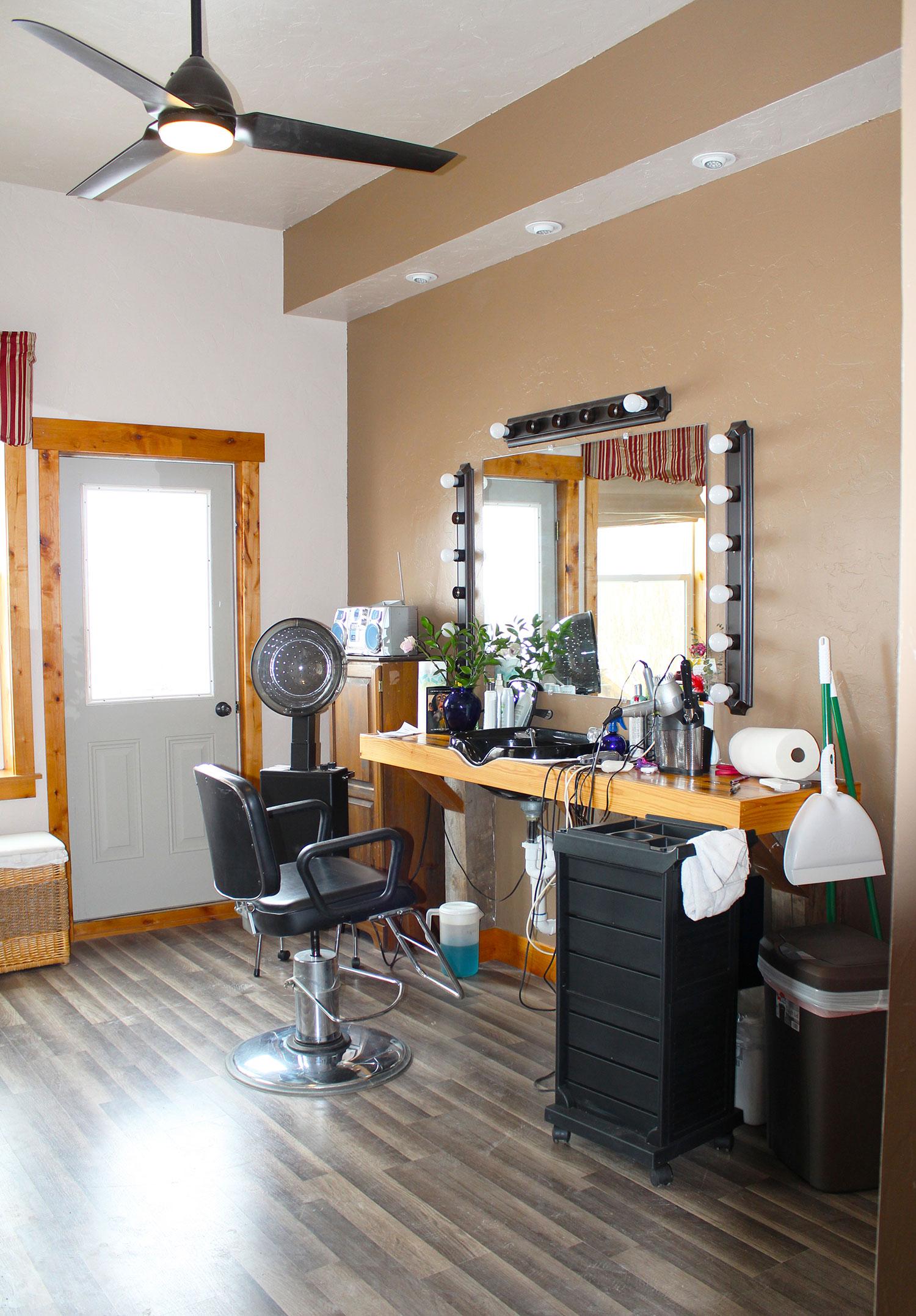Ovando_Inn_0002_Beauty_Shop.jpg