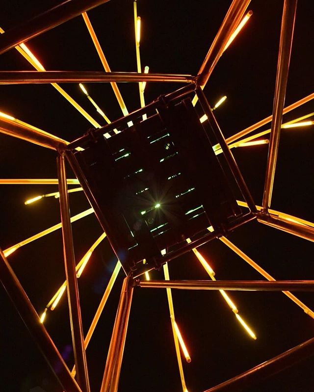 Transcendence 📸: @fanaaa_2_2  #light #night #lift #star #abstract #art #artist #photographer #teens #artistiquemagazine #photography #orange #yellow #bars #aesthetic #neon #urban #city