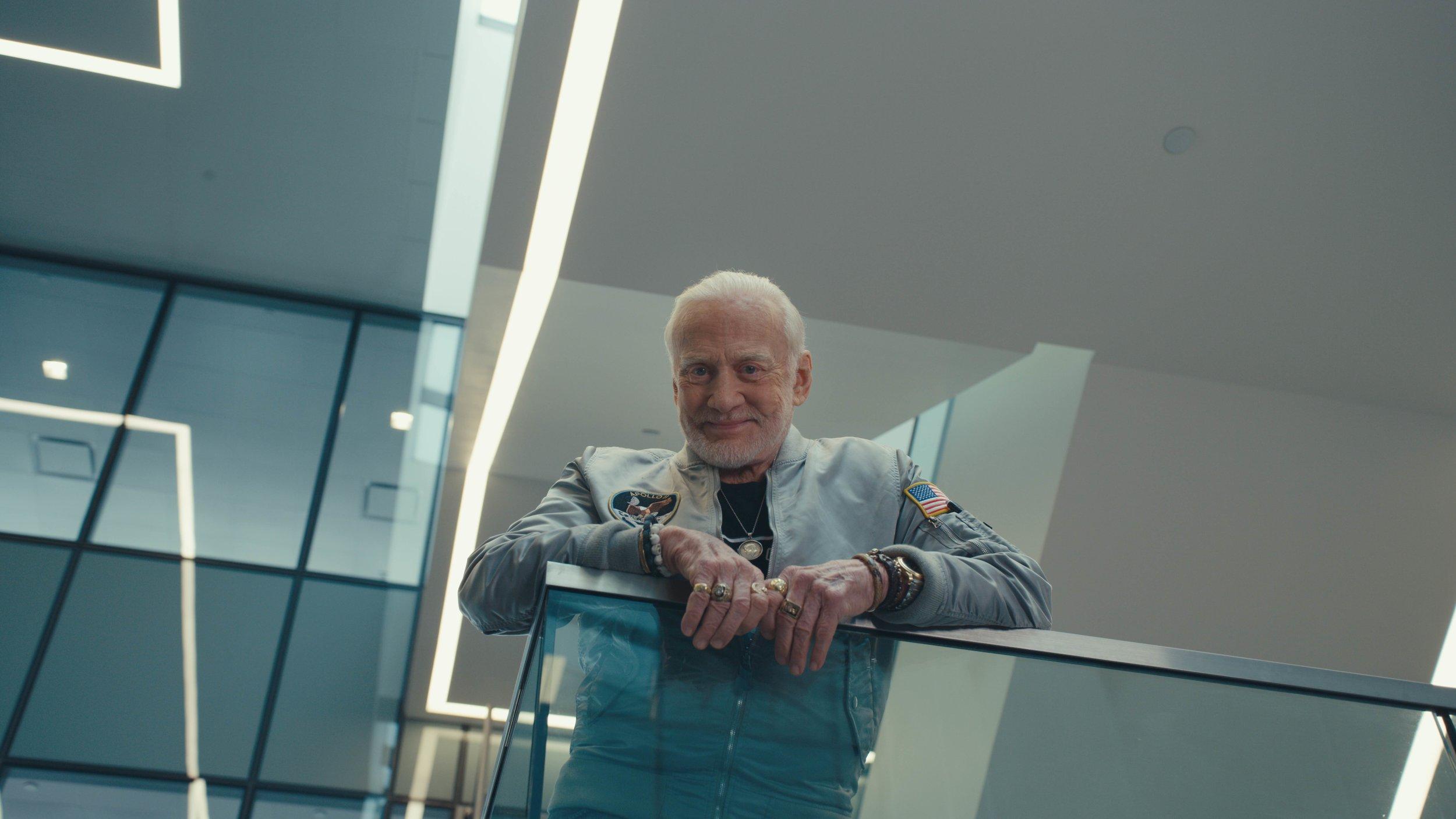 Buzz_Aldrin_7680x4320_small.jpg