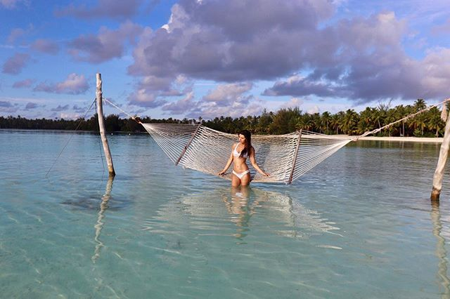 Doesn't get any better than this 💕 . . . #kinii #borabora #stregisborabora #sfblogger #sffashionblogger #wanderlust #travelblogger #traveldiaries #scsisterlove #tropicalvibes #sfdaydream