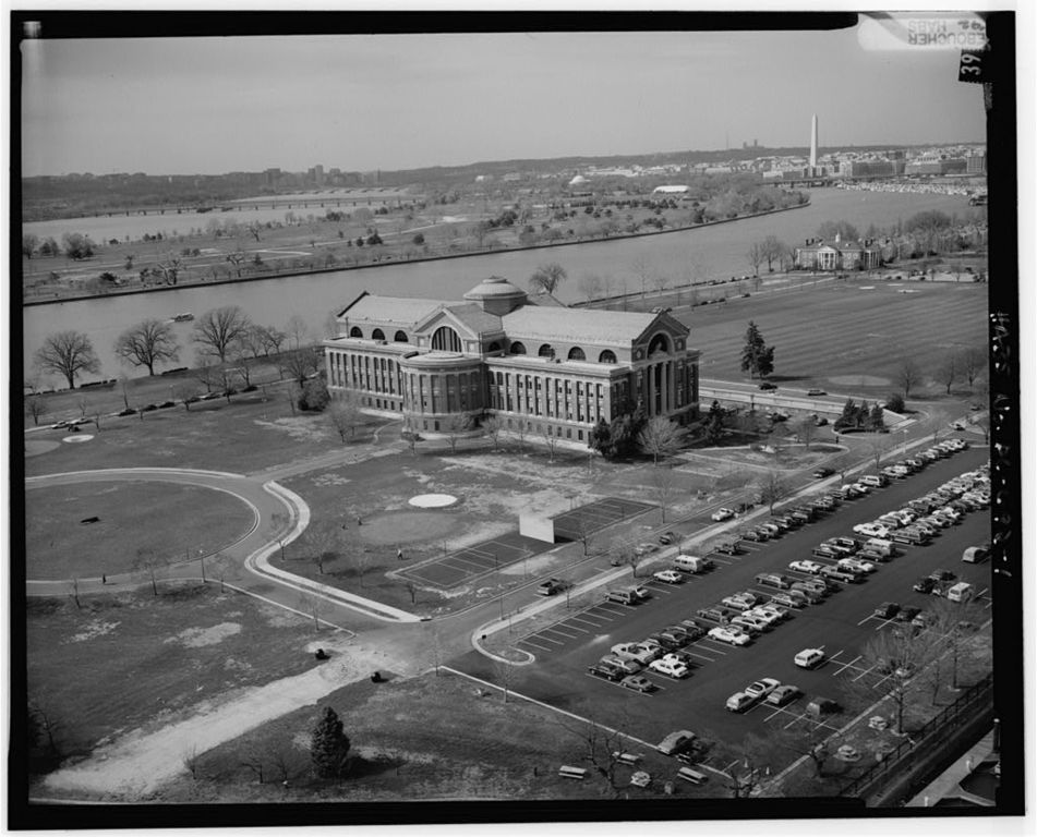 1._VIEW_OF_FORT_MCNAIR_WITH_WASHINGTON_CHANNEL_AND_EAST_POTOMAC_PARK_IN_BACKGROUND,_LOOKING_NORTHWEST_042730pv.jpg