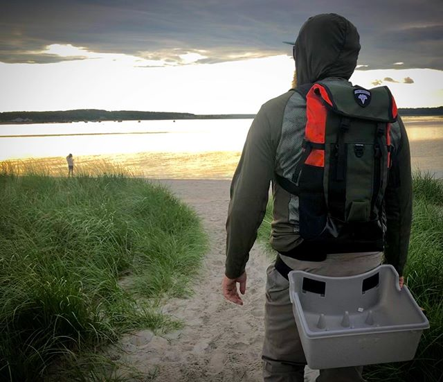 Searching with my Spinner Deluxe Pack from @vedavoogear!  #flyfishing #vedavoo #saltwaterflyfishing #saltwater #gear #fishing #coast #striper #alpolandart
