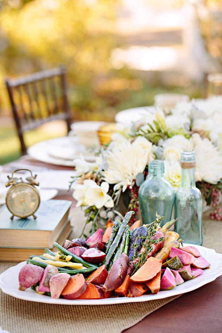 4a84dd50e00e19768e4cc9dfd32465b3--family-style-weddings-family-style-wedding-dinner.jpg