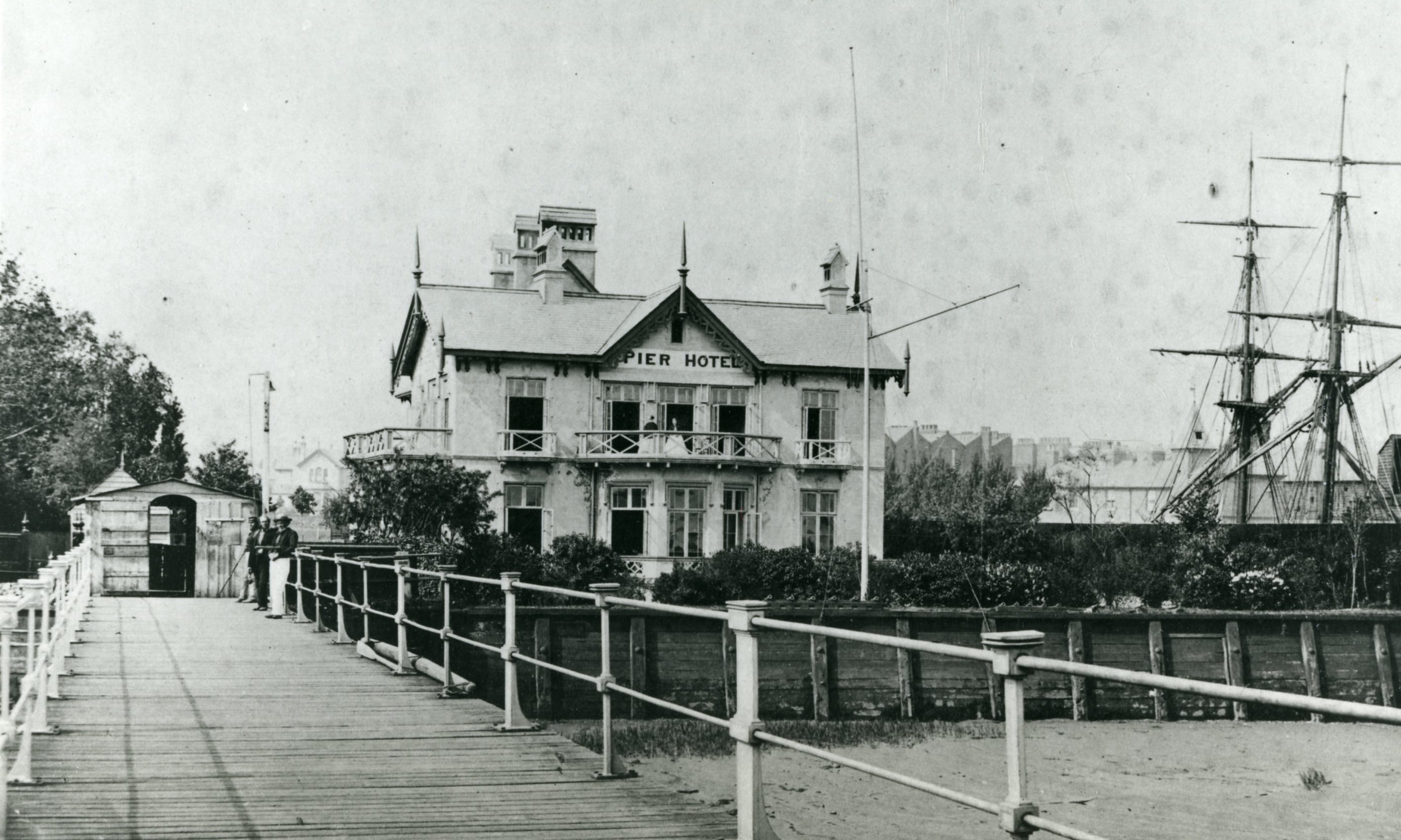 Erith pier & Pier Hotel with Brig Allerton Packet. c1860. courtesy of Bexley Local Studies & Archives Centre copy.jpg