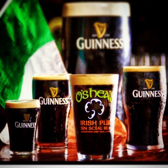 Happy #stpaddysday #osheas #osheasirishpub #guinness #tricolor #green #pub #irish #ireland #stpatricksday #osheaswestpalmbeach #travelgram #travel