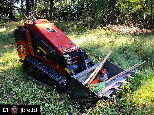Leaves are starting to turn. Trail building season has begun. #Repost @jbrettd ・・・ Monday morning office vibes. Stoked to be working for the gold standard of land managers under the big arrowhead sign! #cohuttatraildesign #mondayvibes #trailbuilding #trailwork #CRNRA