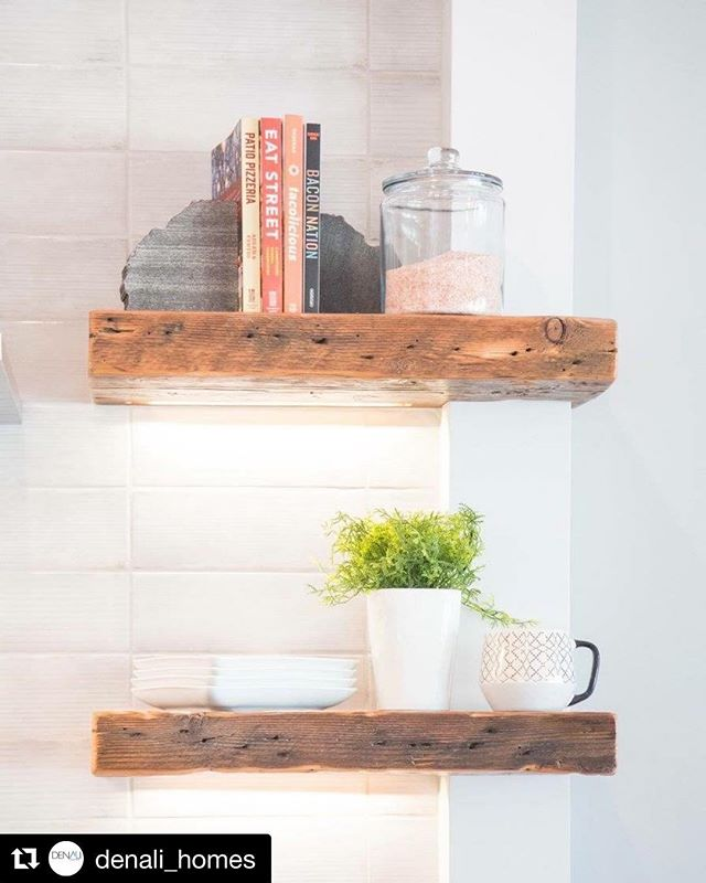 #Repost @denali_homes ・・・ Floating shelf magic!!! 🖤😍 #inspo #instagood #customhomes #interiordesign #design #details #house #floatingshelves #reclaimedwood #buildersofig #homedecor #decor #kitchen #homesweethome #interiorarchitecture