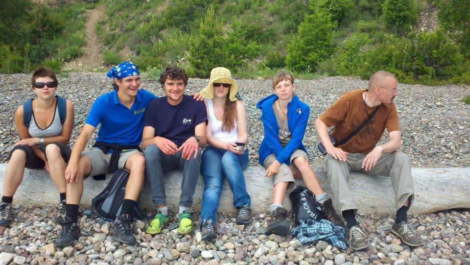 The crew. Hair and beard... so short. So short. Why?!?