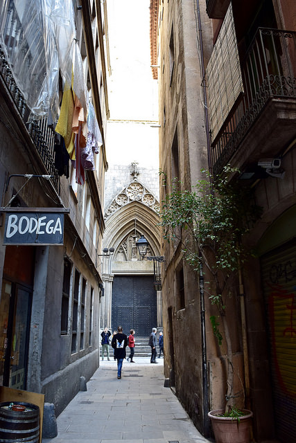 Tiny side streets in Barcelona's Barri Gòtic. This is where you should be looking for your next meal!