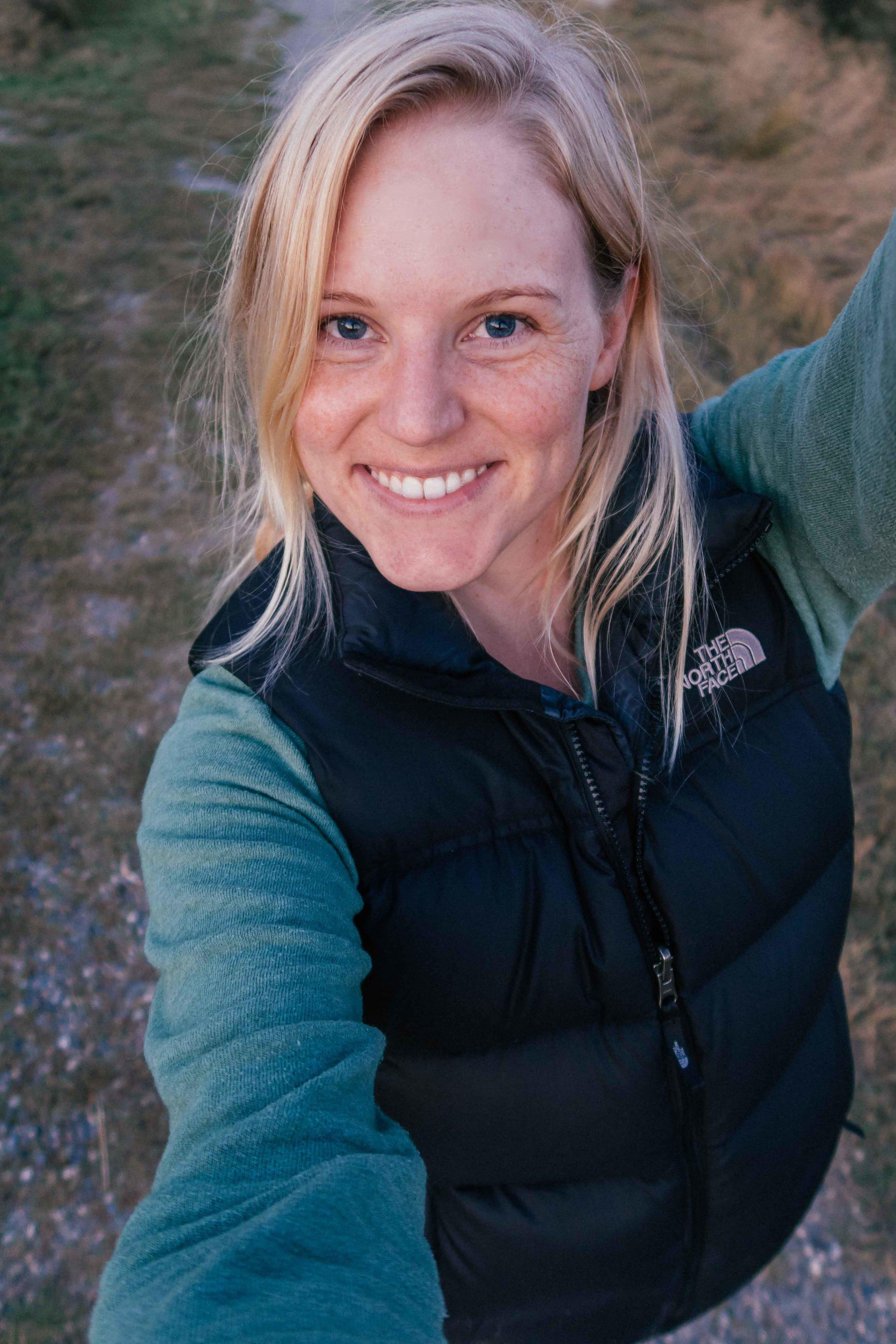 Blogger Bri Sul hiking around Montana. Super cute North Face jacket.