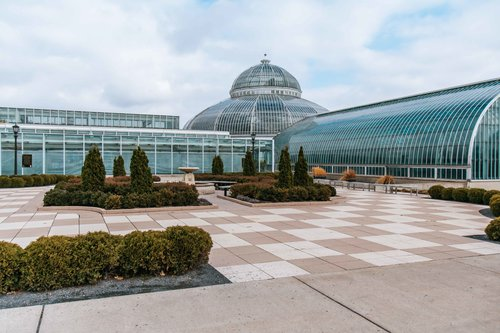 Como Park Zoo and Conservatory. Top things to do when you visit Minneapolis, Minnesota! Perfect for the solo traveler or whole family.