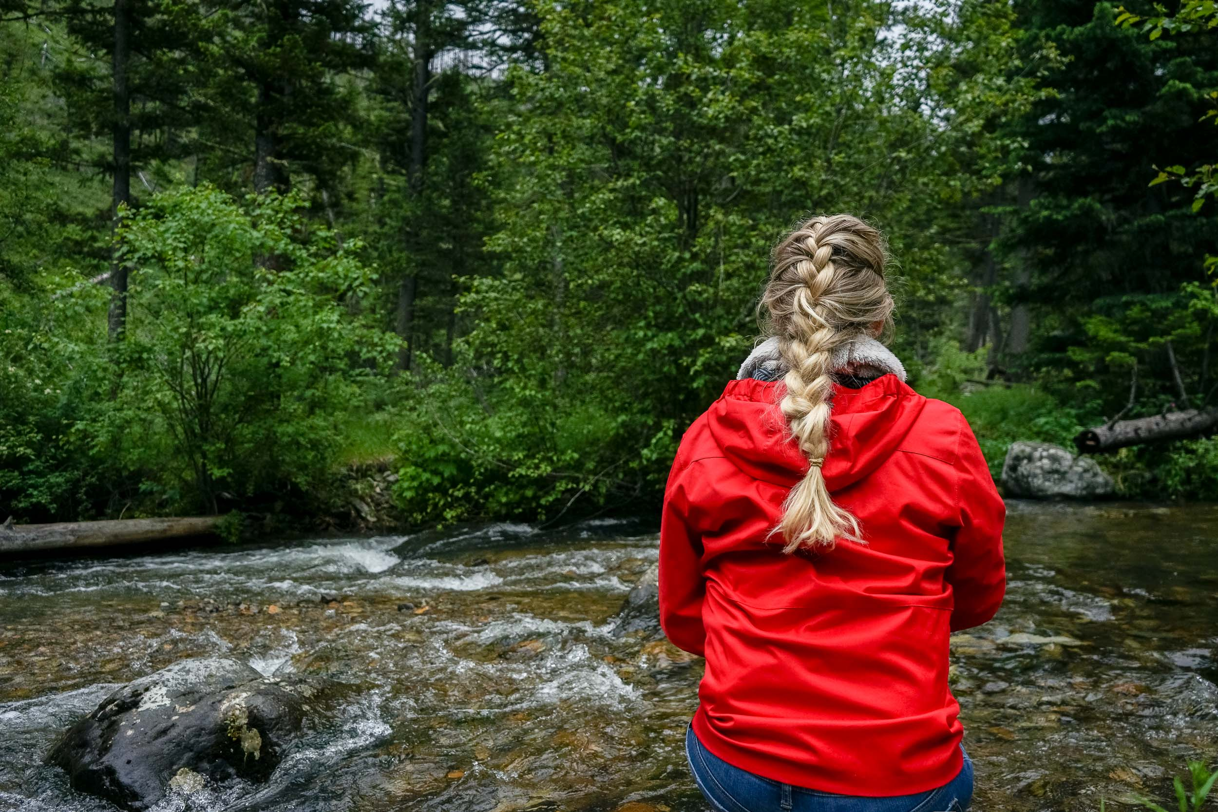 Adorable hiking hair styles that are quick and easy to do yourself.