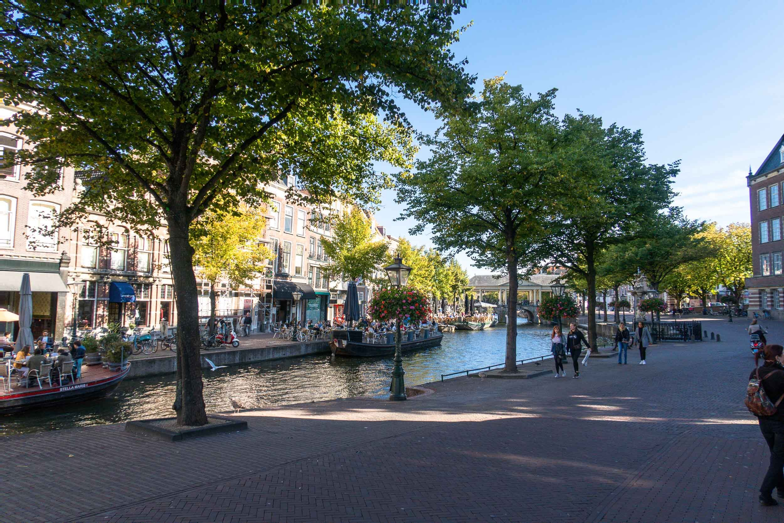 Leiden, Netherlands - the most wonderful little college town in Holland that you MUST visit!