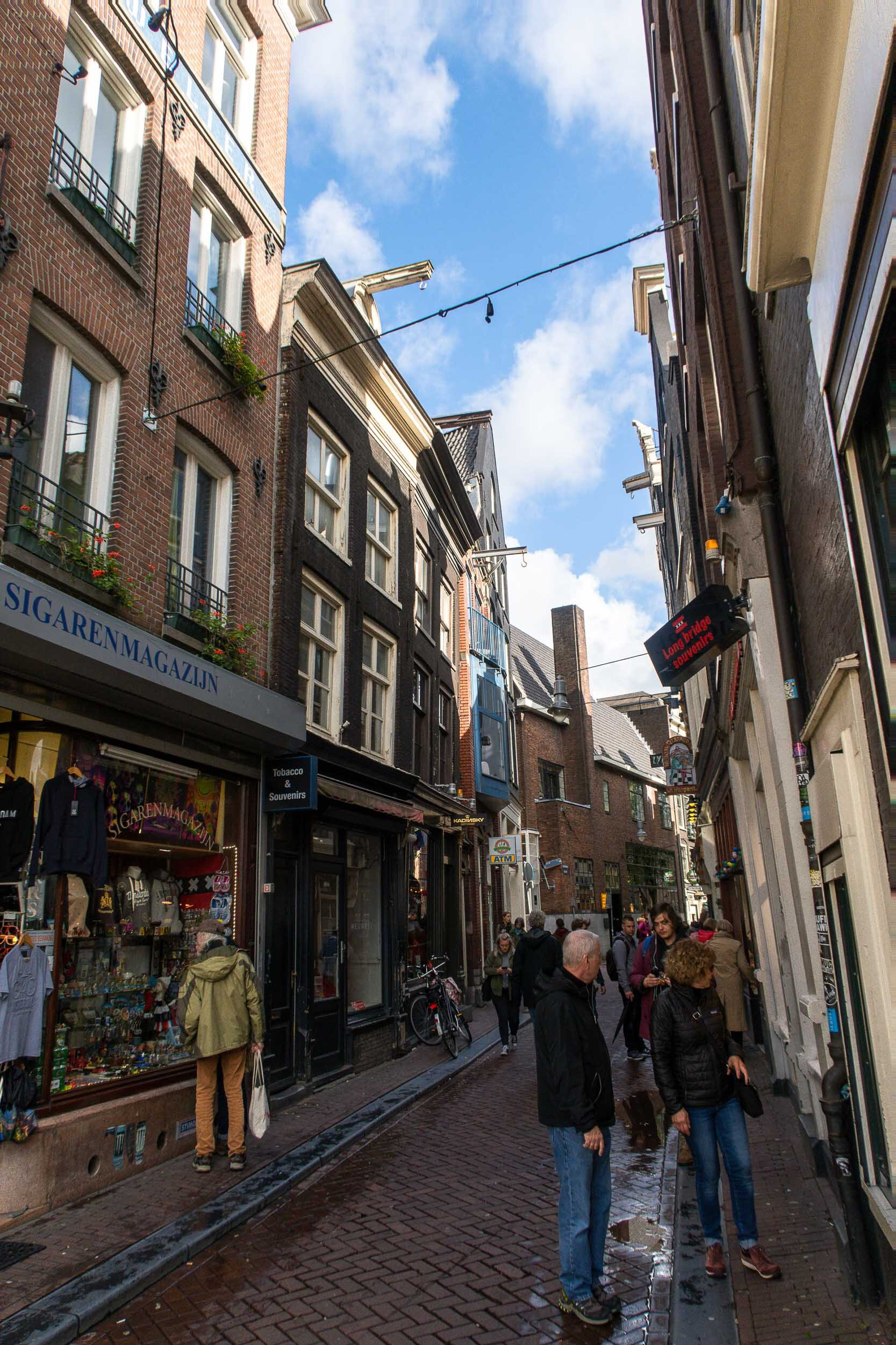 Everything you need to know about Amsterdam! Where to stay, what to eat, what you MUST see!!