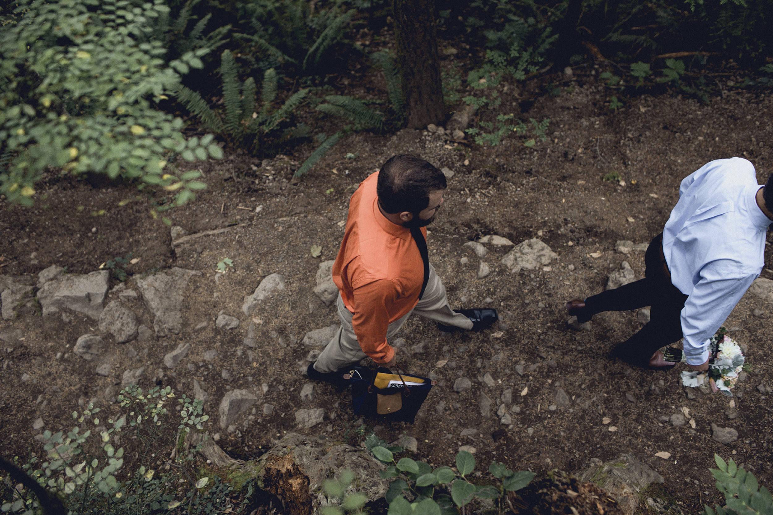 officiant hiking rattlesnake ridge trail for an elopement