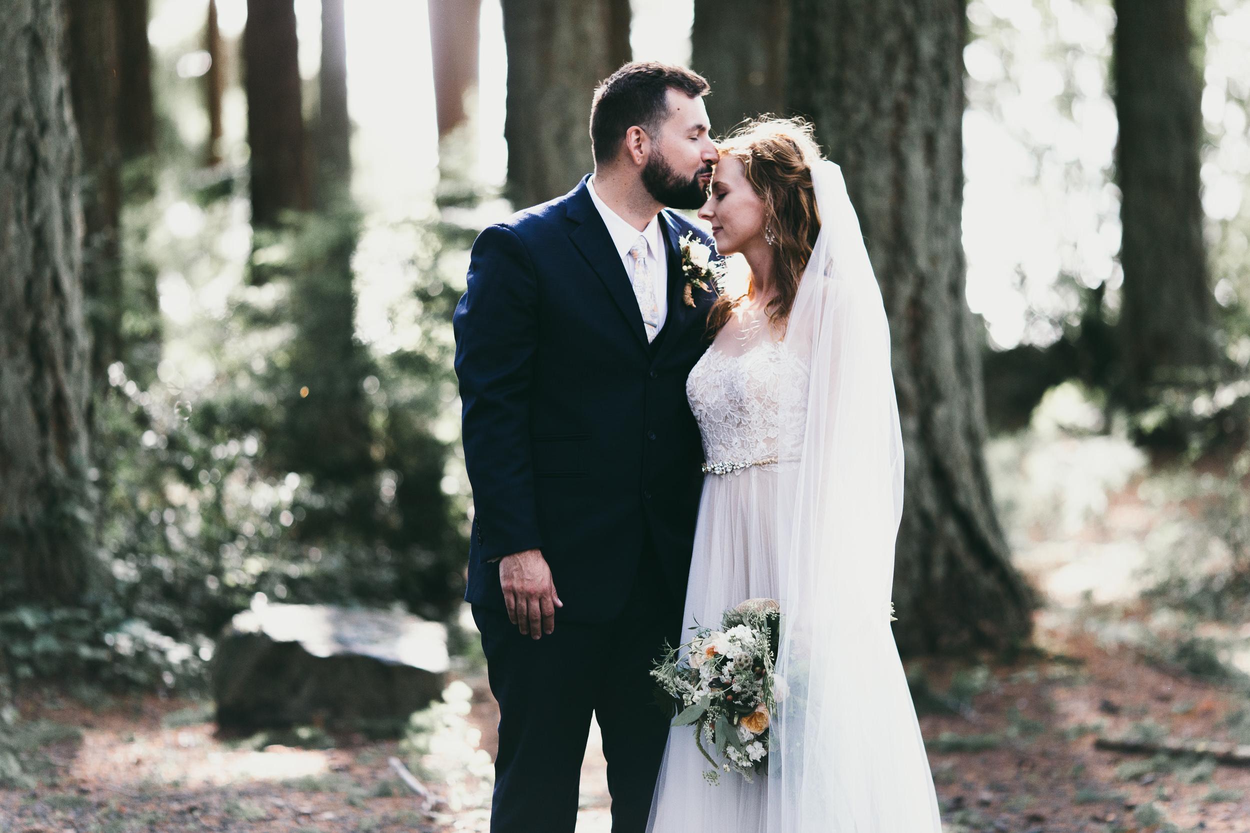 kitsap memorial state park bride and groom portrait