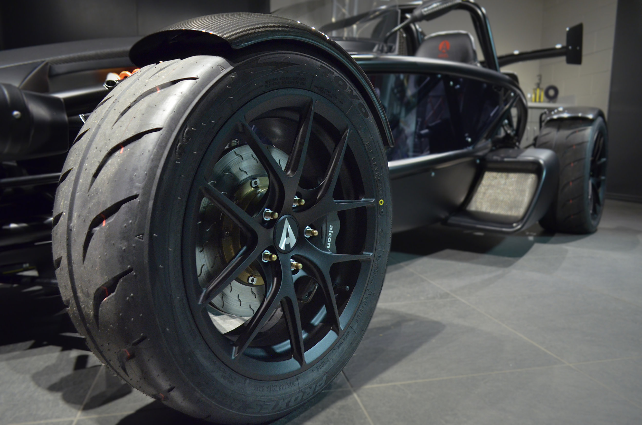 Ariel_Atom_3RS_Wheels_001.jpg