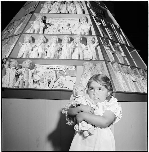 photographs-by-stanley-kubrick-look-magazine-life-in-new-york-40s-17.jpg