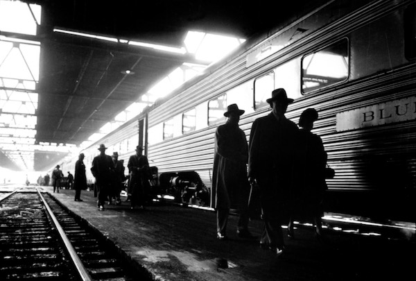 flickr_-_e280a6trialsanderrors_-_stanley_kubrick_commuters_in_train_station_chicago_19491.jpg