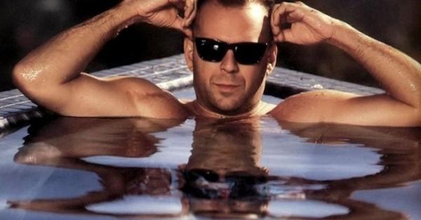 bruce-in-the-pool-bruce-willis-1413111-1024-768_0.jpg