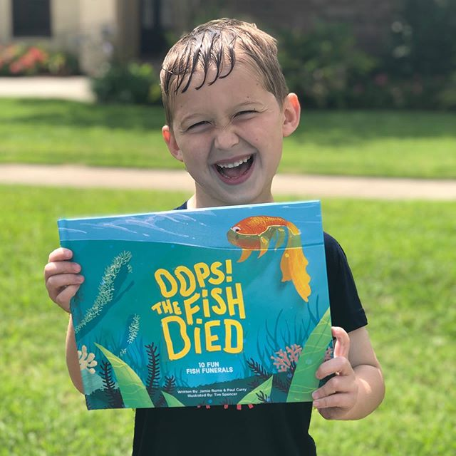 Love these happy fish book fans! Get yours in the link ☝️ . . . . #kidslit #authorsofinsta #yeskidsbookstagram #beautifulbooks #modernmom #childrensbooks #kidsdiy #kidspets #kidsactivities #raisingreaders #storytime #readaloud #booksforkids #bookworm