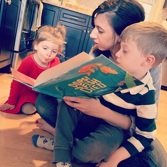 Love making fish faces while reading #oopsthefishdied . . . . #kidslit #yeskidsbookstagram #kidsbookswelove #momlife #momma #kidsdiy #kidscrafts #funnykids #funnymom #mommyandme #kidsactivities #teachersofinstagram #teacherlife