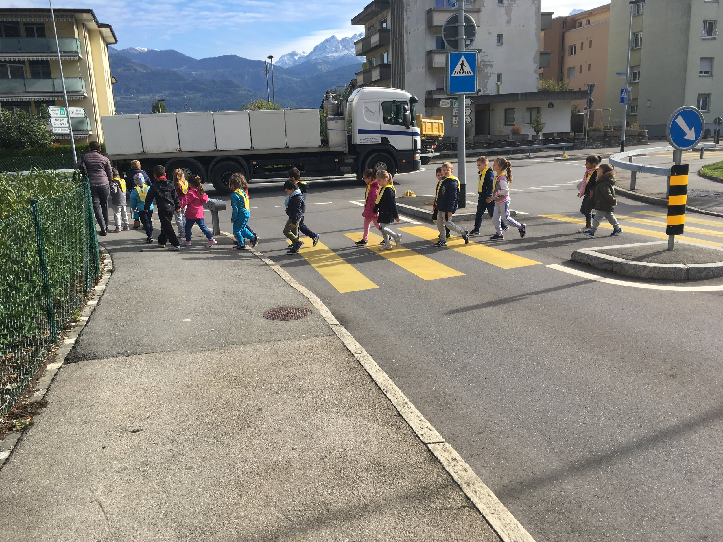in true Swiss style, everyone lined up two by two ratio of 1 teacher to her class and getting to where they need to go. Those little reflectors all the rage for this age group - anyone taller than A and they become too cool for school as it were.