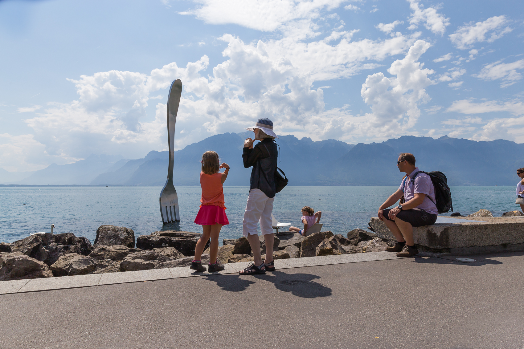 Off to Alimentarium along the shores of Lake Geneva. Part of the Nestlé group, the Alimentarium is the first museum in the world devoted exclusively to nutrition. Fun, exciting and interactive, it is one of our favourite places to visit.
