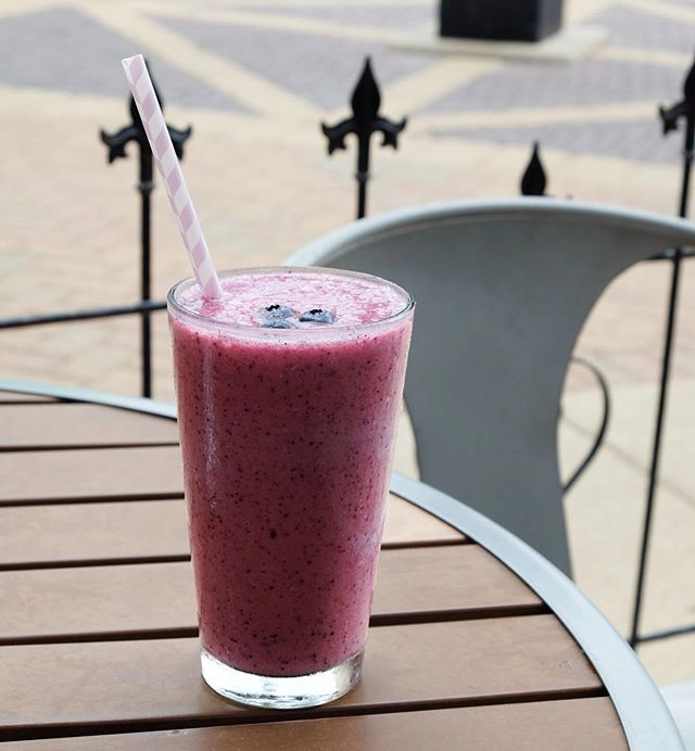Nothing says summer quite like our Merry Berry Smoothie. Come in and try one today.⠀ .⠀ .⠀ .⠀ #woodstocksquare #mchenrysmallbusinesses #smoothielove #berrysmoothies #berrylove #smalltowncafe #organicmenu