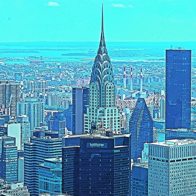 Chrysler's always been my fav 💙 *cues the Sex and the City theme song* (and yes I used ALL the filters for this one) #currentview #nyc #skyscraper