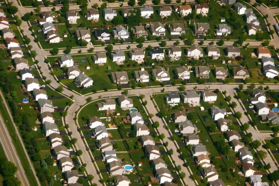 Large lot subdivision filled with porch-less houses (photo courtesy of  strongtowns.org )