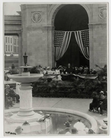 The Gateway Park fountain dedication on August 5, 1915 (image courtesy of the Minneapolis Park Board)
