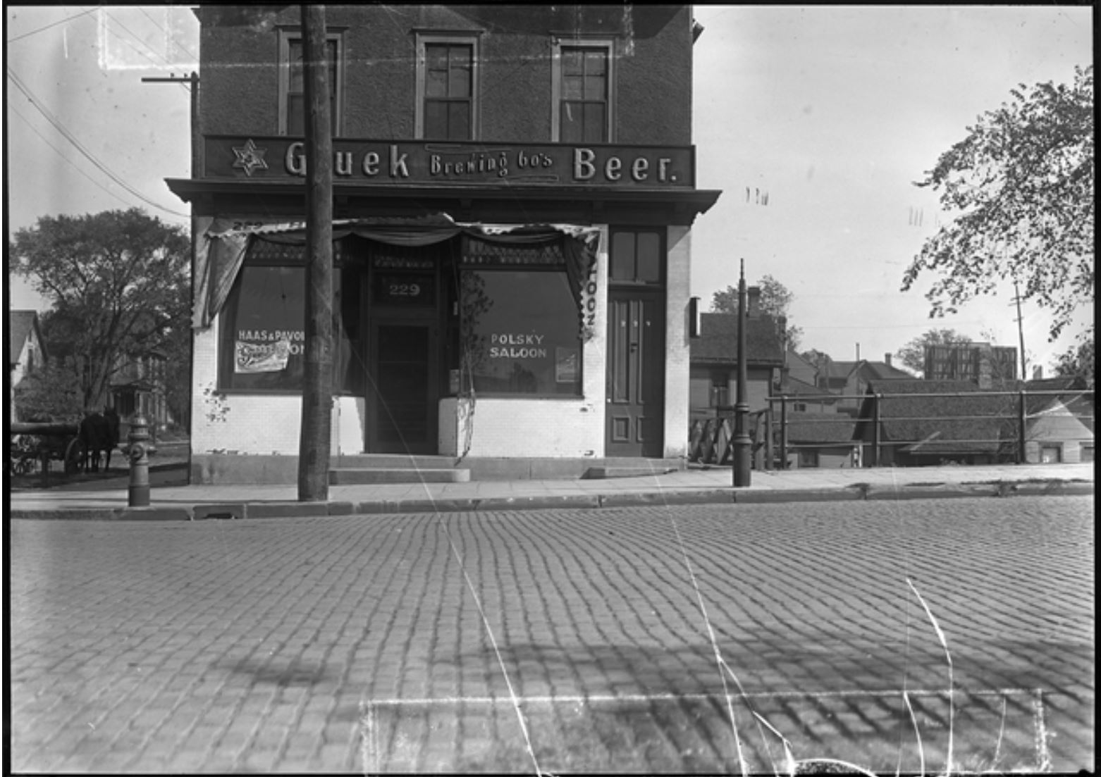 The Polsky Saloon in 1919 at 225 Main Street NE (image courtesy of the Minnesota Historical Society)