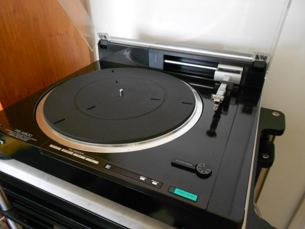 Sony PS-x800 turntable.